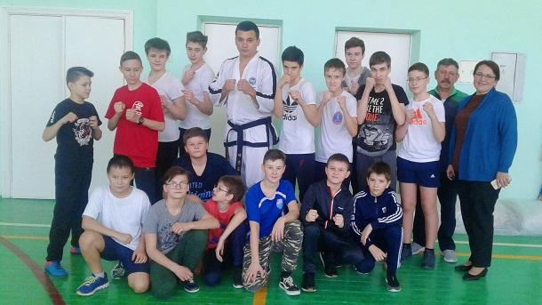 10-кратный чемпион мира по тхэквондо провел урок физкультуры в лицее Волгограда