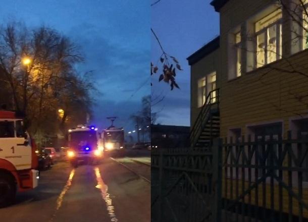 Пожар возле детского сада на севере Волгограда очевидцы сняли на видео