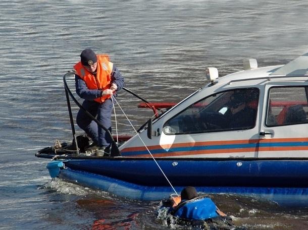 Инспекторы МЧС вытащили из Волги жителя Красноармейского района