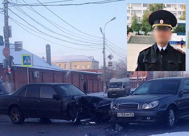 Пьяный капитан полиции за рулем Hyundai Sonata протаранил такси в Волгограде: есть пострадавшие