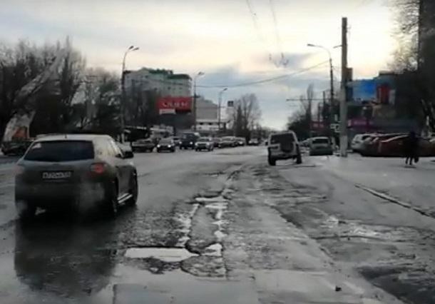 Новая дорога по-волгоградски: рытвины и расползающиеся швы спустя 4 месяца