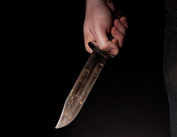 На юге Волгограда по чужим балконам лазают неизвестные с ножом