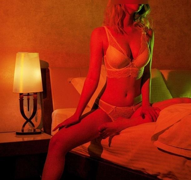 Откровенное фото в полумраке спальни неизвестные бросили в Сеть без разрешения волгоградки