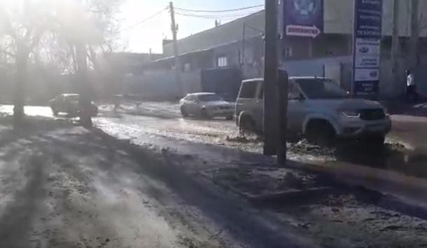 По Джаныбековской на четырех колесах доехать и то счастье, - волгоградцы о дорогах