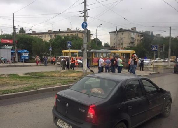 Стали известны подробности ДТП с элитным внедорожником, снесшим трамвай в Волгограде