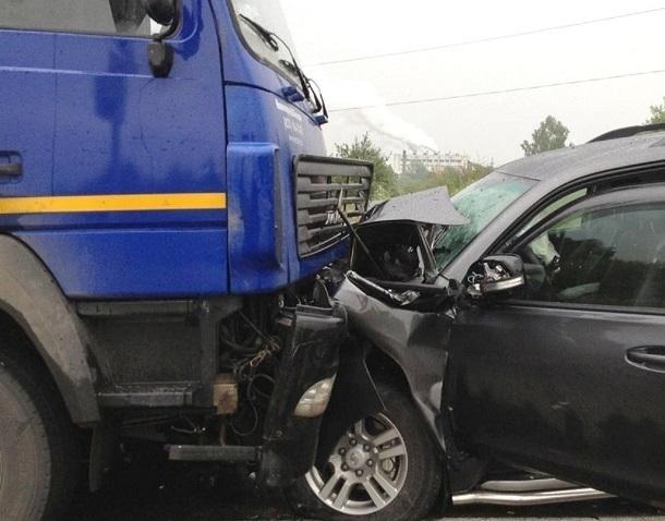 Водитель и пассажир Toyota погибли в лобовом столкновении с фурой в Волгоградской области