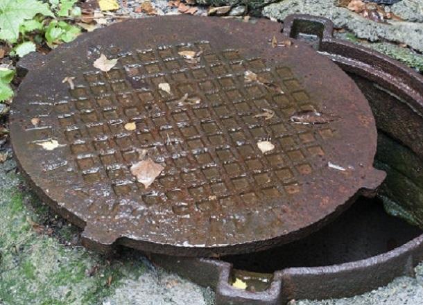 В Волгограде установят канализационные люки, которые нельзя украсть
