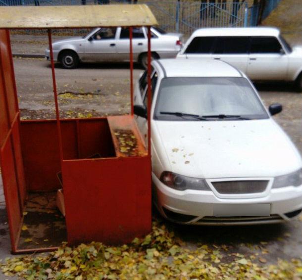Благодаря сильному ветру торговый прилавок в Волгограде поменял место дислокации