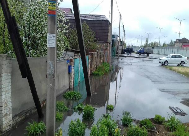Наследие ЧМ-2018: из-за отремонтированной дороги в Гумраке дом пенсионерки заливает водой
