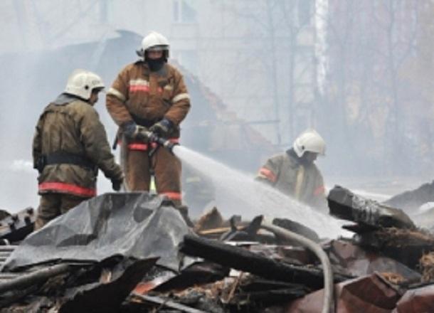 Японский кроссовер выгорел дотла посреди улицы на юге Волгограда