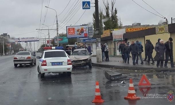 ВВолгограде втройном ДТП пострадали женщина и14-летняя девочка