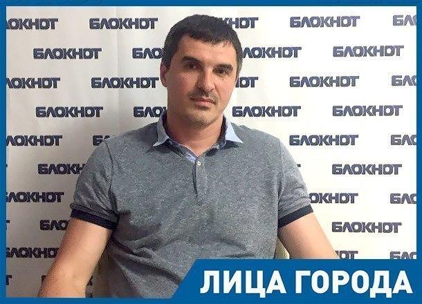 В юмористических шоу общение тренера с командой недалеко от правды, - баскетболист Антон Юдин