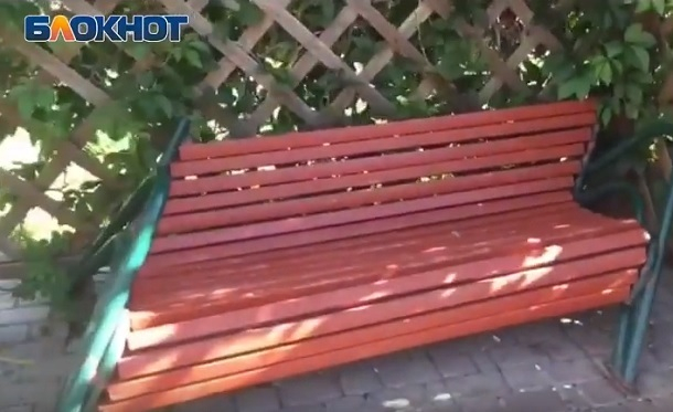 Котельниковские вандалы уничтожают новый парк в элитном районе под Волгоградом