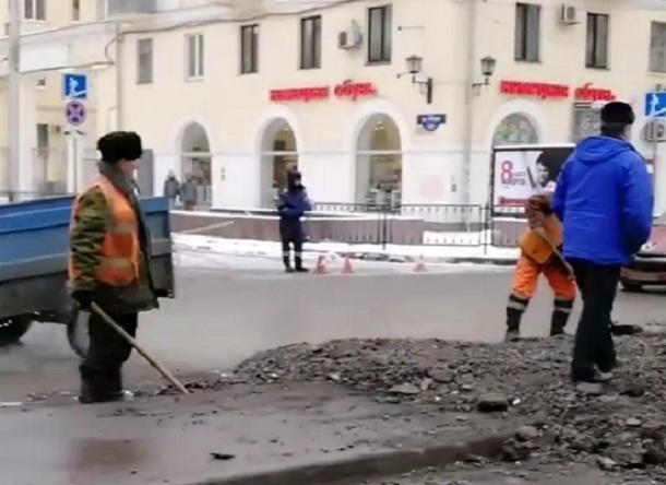 Ради танков в Волгограде уничтожили островок безопасности на улице Мира