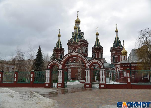 Приставы привели в церковь волгоградских должников по алиментам