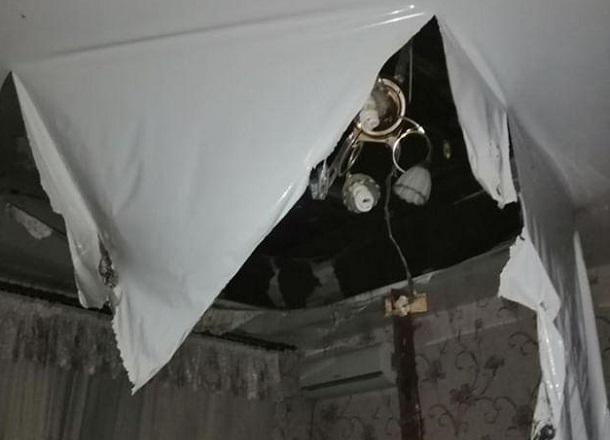 Кипяток ливанул с потолка: волгоградец успел спасти ребенка и жену, но сломал ногу