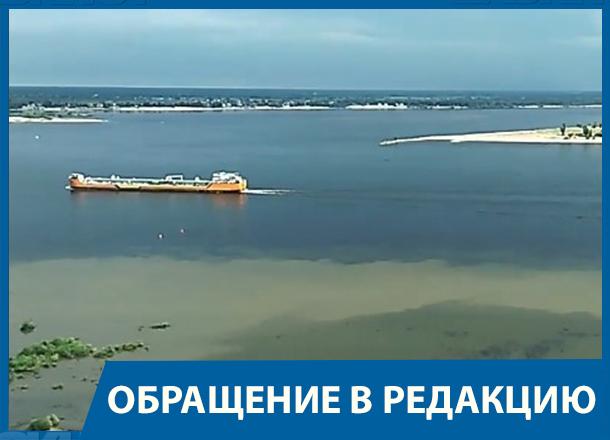 Волгоградец снял на видео сомнительные выбросы в Волгу