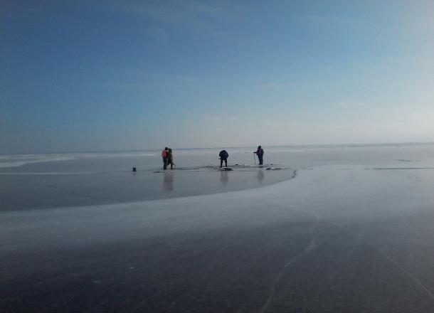 Хоккейная клюшка или гвоздь могут спасти жизнь человека на льду, - волгоградские спасатели