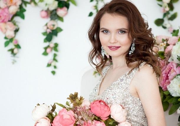 Два в одном: свадебный стилист и подружка невесты, кому доверить свой главный в жизни праздник