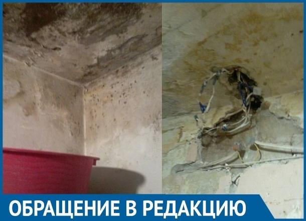 Каждый день жильцы волгоградской многоэтажки рискуют жизнью из-за крыши