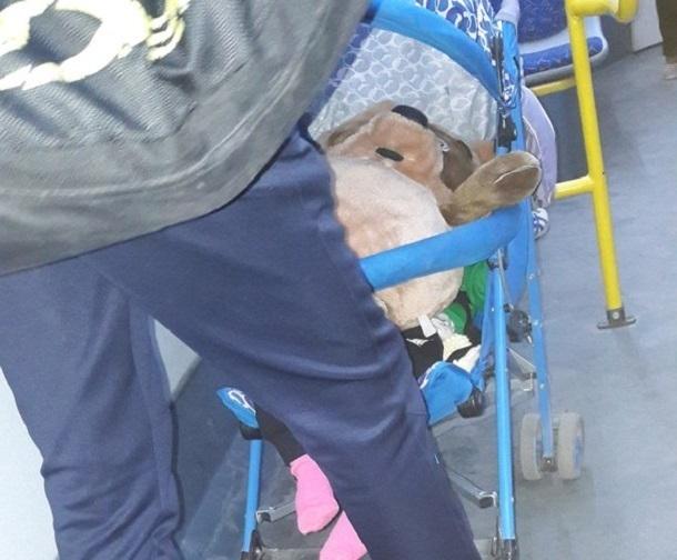 Пассажиры волгоградского автобуса обвинили пьяных родителей в издевательстве над ребенком