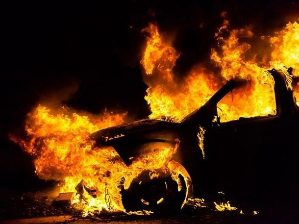 Ночью неизвестные сожгли японскую иномарку прокурора Клетского района