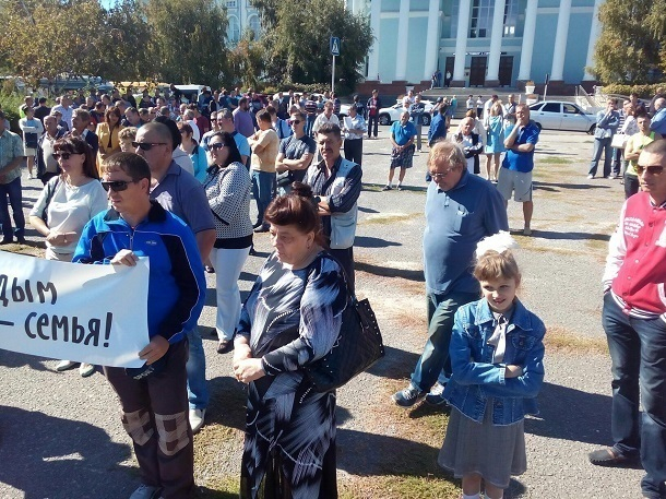 Около сотни жителей Волгограда вышли на митинг против отмены маршруток
