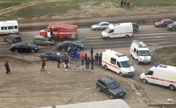 В Волгограде пьяный водитель переехал человека и разбил 5 машин