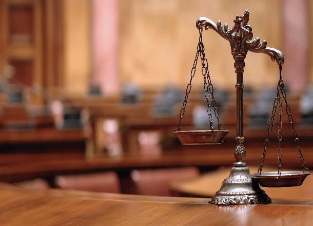 Под суд отправлен 1-ый из 3-х задержанных завзятки служащих судебного департамента