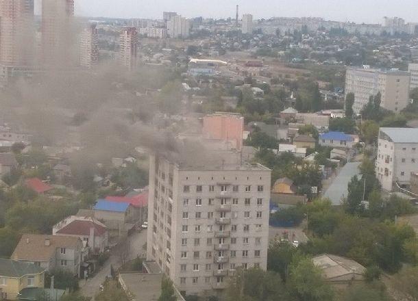 200 человек эвакуировали из9-этажки вВолгограде из-за пожара