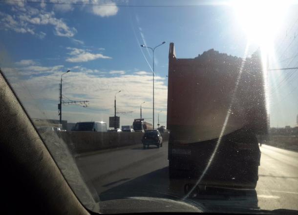 Мусоровоз и ассенизатор устроили страшные аварии на юге Волгограда