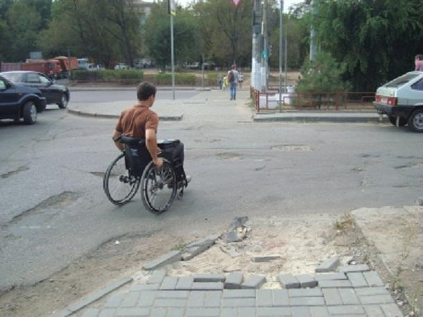 По улицам Краснооктябрьского и Советского районов Волгограда рискованно передвигаться инвалидам