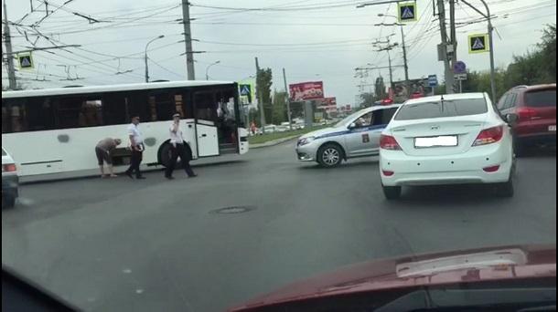 Полиция эвакуировала детей из автобуса в Волгограде