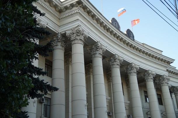 Средняя зарплата чиновников в Волгоградской области - 51 тысяча рублей
