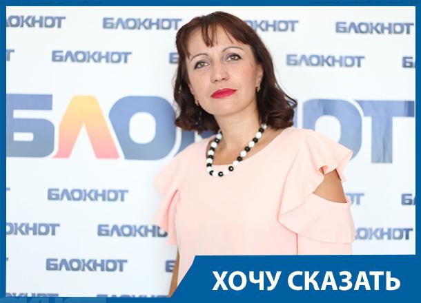 Сестра уволенного за премии родственникам директора школы в Ерзовке рассказала всю правду