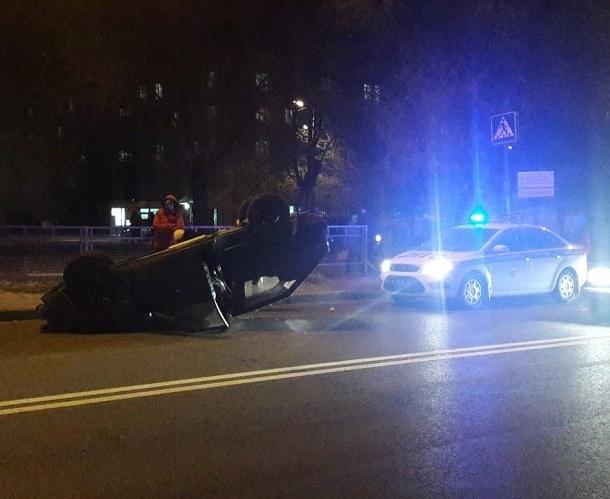 Перевернувшийся ВАЗ собрал пробку между двумя продольными в Волгограде
