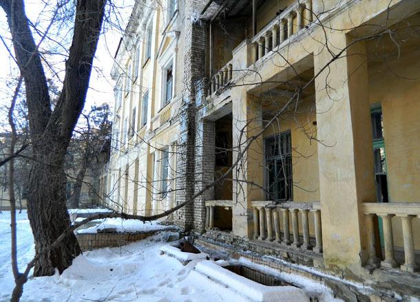 Волгоградские сталкеры сняли на видео, что таит заброшенный корпус областной больницы