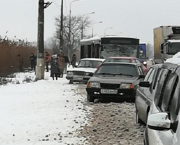Волгоградцы сообщают о погибшей в страшном лобовом столкновении с автобусом