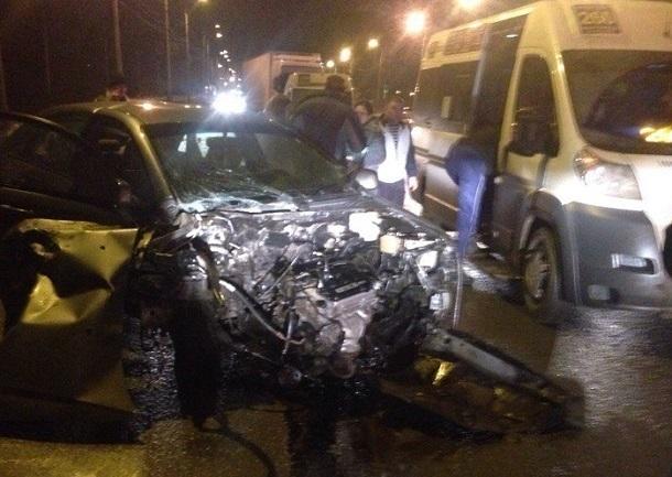ВСоветском районе Волгограда вДТП сучастием маршрутки большое количество пострадавших