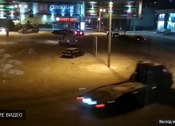 Даже эвакуатор принял участие в массовом дрифте на парковке ТРК в Волжском