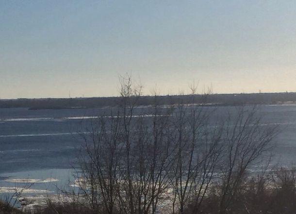 Пятнадцать рыбаков вынесло на льдине в Волгоградское водохранилище