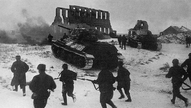 29 ноября 1942 года – под Сталинградом наши войска, преодолевая сопротивление противника и отражая его контратаки, продолжают продвигаться вперёд