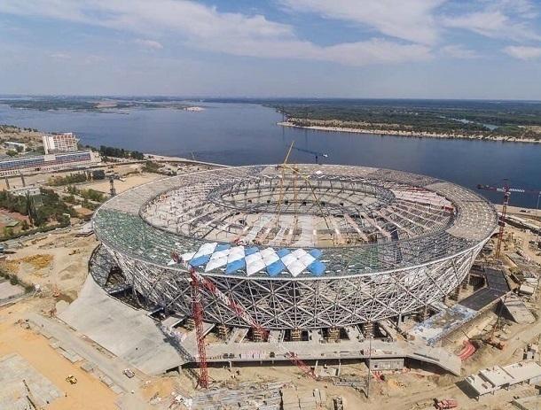 Строящийся стадион «Волгоград Арена» начали прятать под крышу