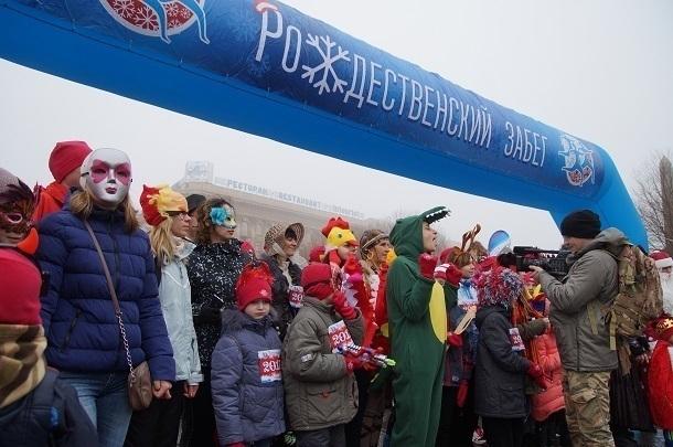 НаРождественский забег вВолгограде вышли 200 человек