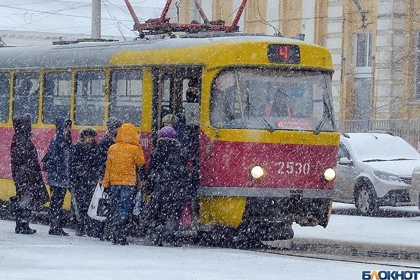 Многокилометровая пробка сковала движение на Нулевой Продольной в Волгограде