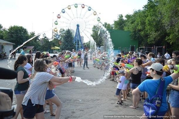 Граждан Волгограда приглашают сразиться наводяных пистолетах