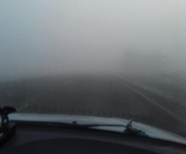 Автомобилисты столкнулись с сильным утренним туманом под Волгоградом