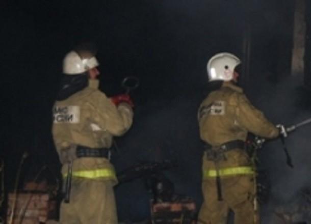 Daewoo Nexia выгорела дотла на юге Волгограда