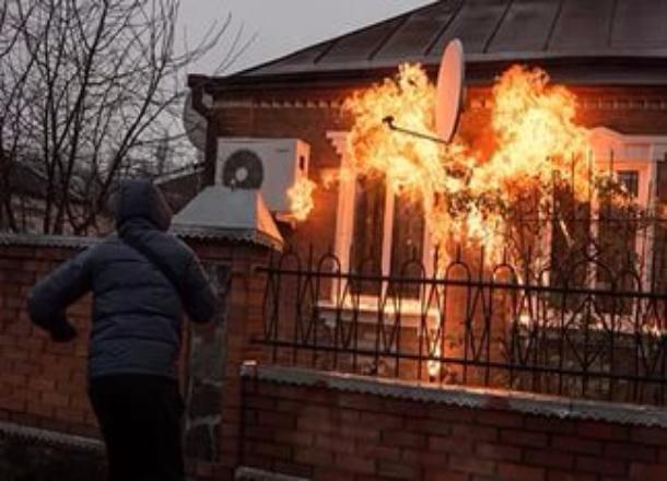 51-летняя жительница Старополтавского района подожгла дом соседа