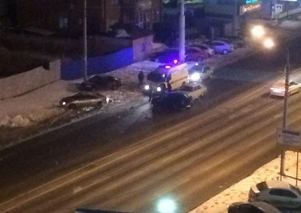 Авто превратились в груды искореженного металла после ДТП в центре Волгограда